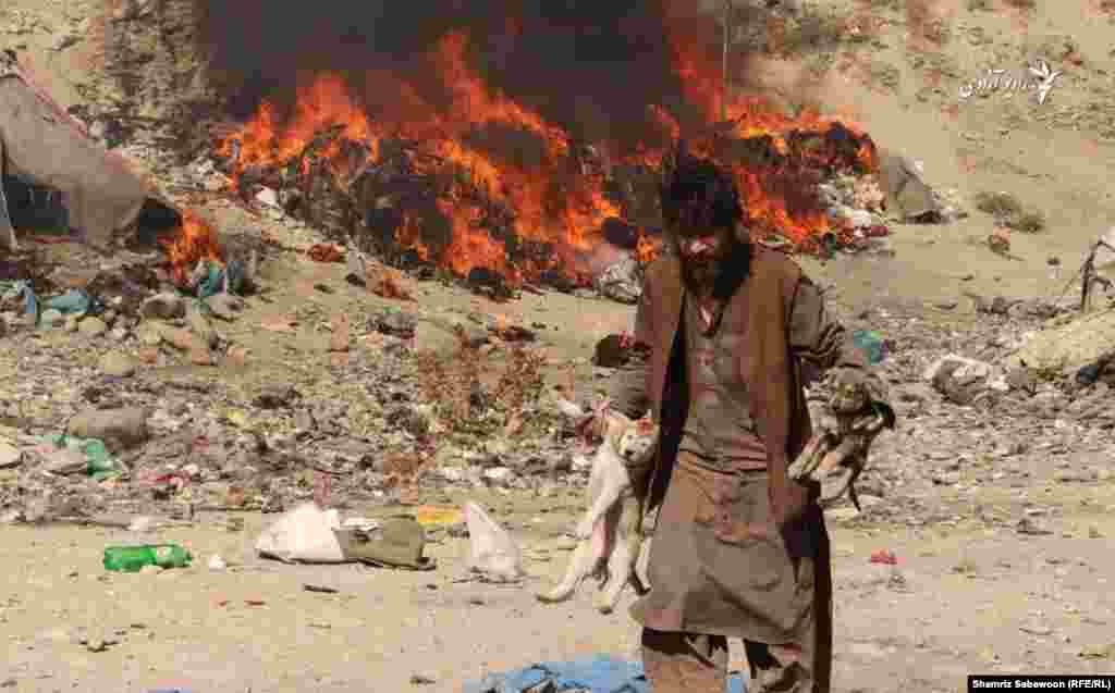 یک فرد معتاد به مواد مخدر در شهر کابل