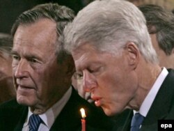 George Bush (left) and Bill Clinton in 2007.