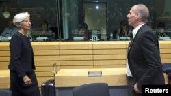 کریستین لاگارد، رئیس صندوق بینالمللی پول (چپ) در جلسهای با یانیس واروفاکیس، وزیر اقتصاد یونان