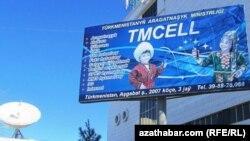 """Tmcell"" mobil aragatnaşyk kärhanasynyň reklama afişasy"