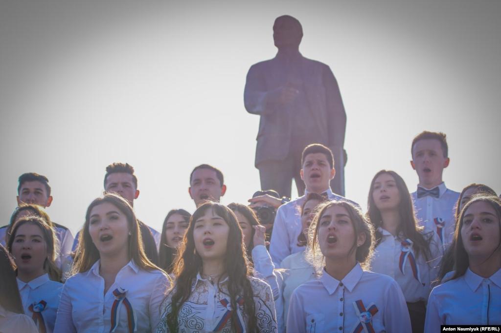 На пробег организованно привезли детей: юных кадетов из Крыма, старшеклассников, «юнармейцев»