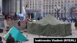 Палатки на площади Независимости в Киеве