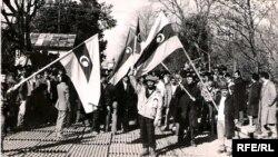 Arxiv foto. Sovet-İran sərhədində azərbaycanlıların aksiyalarından biri, Astara, 1990-cı il, yanvar.