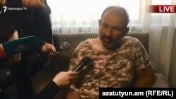 Никол Пашинян во время беседу с журналистами в медцентре «Наири», 16 апреля 2018 г.