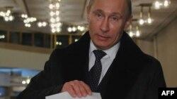 Путин голосует. Декабрь 2011