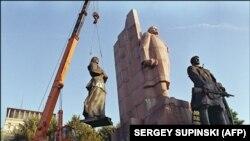 Монумент Леніну на сучасному Майдані Незалежності в Києві, 12 вересня 1991 року
