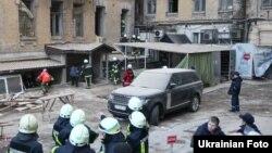 У центрі Києва в будинку обвалилися кілька поверхів, 25 лютого 2016 року