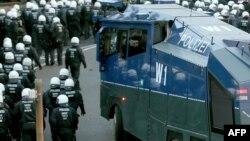Policija navodi da protest u industrijskom delu grada, duž reke Rajne, za sada protiče mirno