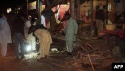 Полицейлер жарылыс болған маңды тексеріп жүр. Пәкістан, 12 желтоқсан 2012 жыл. (Көрнекі сурет)
