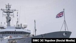 Британський патрульний корабель має у своєму складі 30-міліметрову артустановку, дві кулеметні установки і вертолітний майданчик