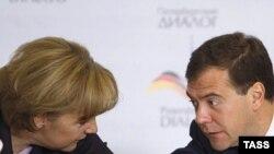 Меркель та Медвєдєв під час зустрічі у Санкт-Петербурзі, 2 жовтня 2008 р.