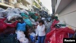 В Афинах вторую неделю бастуют мусорщики