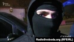 Люди в масках перешкоджають роботі «Схем»