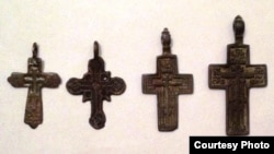 Натільні хрести XVIII століття