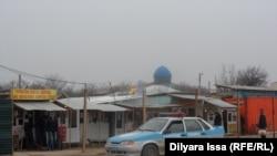 Қазақ-өзбек шекарасындағы кеден бекетіндегі бірі. Оңтүстік Қазақстан облысы, 19 желтоқсан 2015 жыл. (Көрнекі сурет)