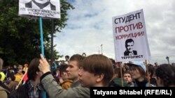 Студенты и школьники на акции протеста, архивное фото