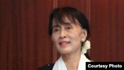 Аун Сан Су Чжи - лидер оппозиции Мьянмы