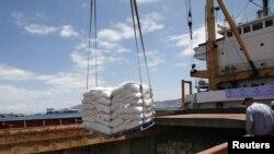 In cursul operațiunii de încărcare a vasului Amalthea în portul Lavrio
