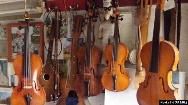 Omer je do sada napravio više od 30 violina. Prvu čuva kao porodičnu relikiviju
