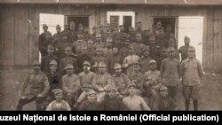 Prizonieri români în lagărul de la Prilep, Macedonia, 1918
