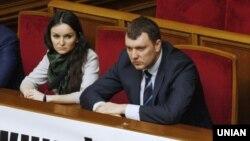 Судді Печерського районного суду Києва Оксана Царевич і Віктор Кицюк на засіданні Верховної Ради, 4 березня 2015 року
