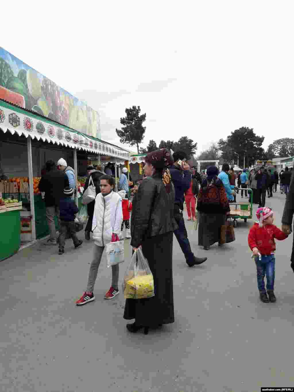 Текинский базар в Ашхабаде