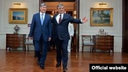 Президенты КР и Турции Алмазбек Атамбаев и Абдуллах Гюль. 3 июня 2014 года, Анкара.