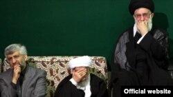 از راست: آیتالله خامنهای رهبر جمهوری اسلامی، احمد جنتی دبیر شورای نگهبان، و سعید جلیلی دبیر شورای عالی امنیت ملی