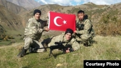 Солдаты турецкой армии. Крайний справа - ванский кыргыз Али Тимур.