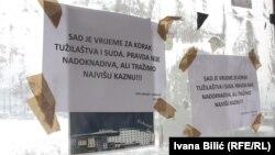 Natpisi na tramvajskim stanicama u Sarajevu, januar 2017.