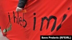 Jedan od transparenata učesnica osmomartovskog marša, Podgorica