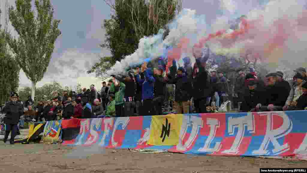 Підтримка не залишилася осторонь. На перший домашній матч фанати їхали з усієї України. Готувалися ретельно і змогли вразити місцевих уболівальників