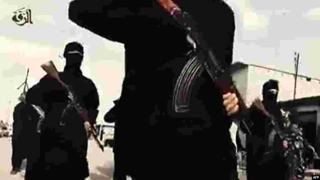15 членов Совета Безопасности ООН единогласно одобрили 24 сентябряобязательную к выполнению резолюцию, цель которой - остановить поток иностранных исламистов в Ирак и Сирию. Проект документа был подготовлен Соединенными Штатами и принят на заседаниипод председательством президента США Барака Обамы. Резолюция, которую американский лидер назвал исторической, обязывает все страны криминализовать присоединение своих граждан к иностранным боевым группировкам, а также финансирование и вербовку новых членов.