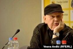 Bosnian writer and poet Abdulah Sidran in Belgrade on December 22, 2017..
