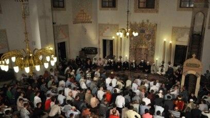 Prijetnje IDIL-a najmanje osmorici imama i vjerskih učenjaka zadokumentovane su, potvrđeno je za RSE iz Agencije za istrage i zaštitu BiH. Foto: Gazi-Husrev begova džamija u Sarajevu