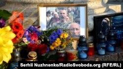 Стихийный мемориал, посвященный Василию Слипаку. Киев, 29 июня