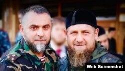 Скриншот со страницы в Instagram начальника ОМВД по Аргуну Алихана Цакаева (слева)