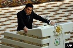 Президент Гурбангулы Бердымухамедов согласился, что туркмены достигли эпохи могущества и настало время задуматься об отмене бесплатных газа, воды и электричества