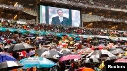 Прощание с Манделой в Йоханнесбурге. С речью на стадионе выступает президент США Барак Обама