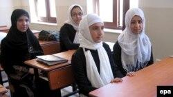 Avganistanske djevojčice u jednoj od škola u Heratu - ilustracija