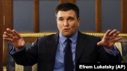 Клімкін закликав ігнорувати видачу Росією паспортів