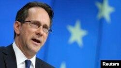 Главниот обвинител во истрагата за трговијата со органи и воени злосторства на Косово, Клинт Вилијамсон.