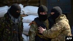 Славянск қаласындағы ресейшіл сепаратистер. 18 сәуір 2014 жыл.