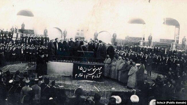 نشست مجلس موسسان در زمان رأی به انحلال سلطنت قاجار و آغاز پادشاهی پهلوی