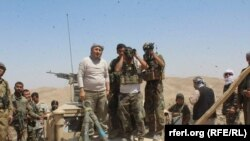 والی سرپل در خط مقدم جبهه در جریان عملیات بازپسگیری قریه میرزا اولنگ.