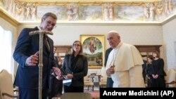 Вучиќ денеска беше во посета на Ватикан