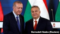 Turkish President Recep Tayyip Erdogan (left) and Hungarian Prime Minister Viktor Orban (file photo)