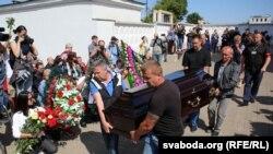 A rendőrök által megölt Alekszandr Tarajkovszkij temetése 2020 augusztusában