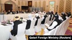 Катардын борбору Доха шаарында «Талибан» кыймылы америкалык расмий адамдар менен жүргүзүп жаткан сүйлөшүү.