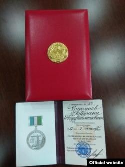 2017йил декабрида Шавкат Мирзиëев Абдуғани Сангиновнидавлат медали билан тақдирлаган.